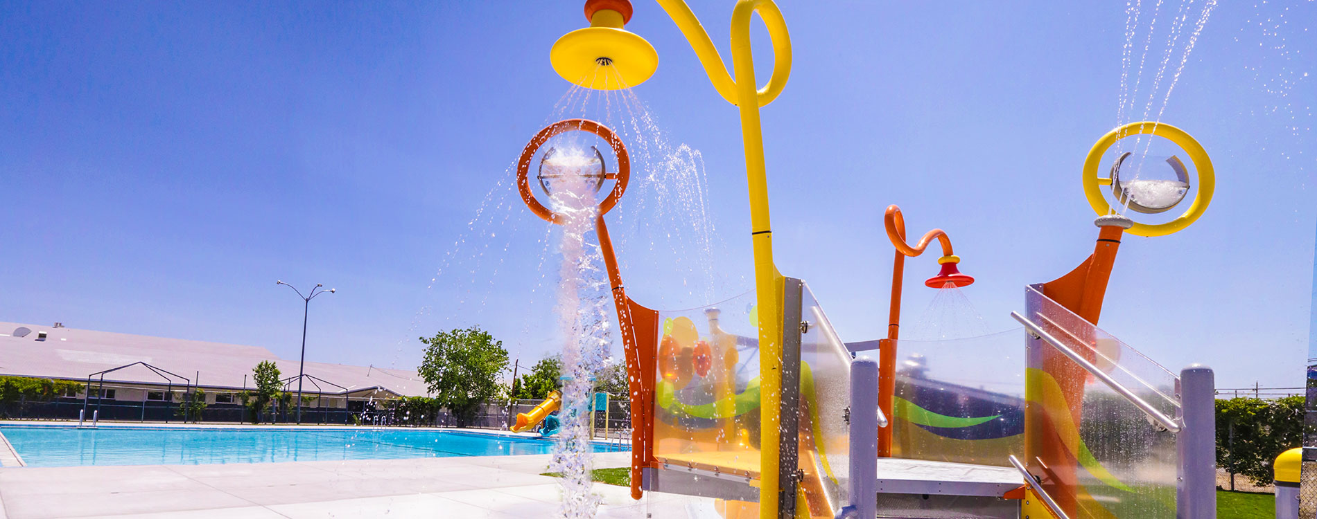 Traner Pool with water play feature